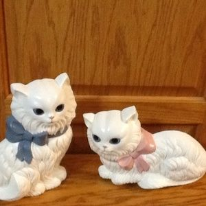 VINTAGE WHITE CAT WALL PLAQUES